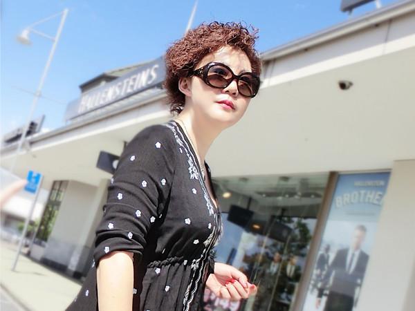 斯琴塔娜——深圳澳娜化妝品有限公司總經理